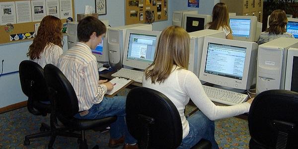 От първи ноември учениците с достъп до онлайн учебници