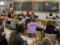 Езиковите гимназии се изравняват с математическите.
