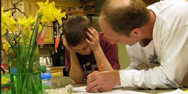 Как децата да се справят с уроците и домашните?